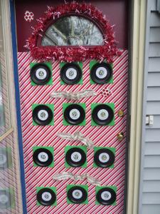 Holiday_Door_Decoratinforweb4