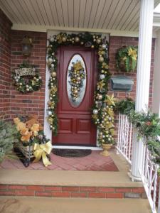 Holiday_Door_Decoratingforweb2
